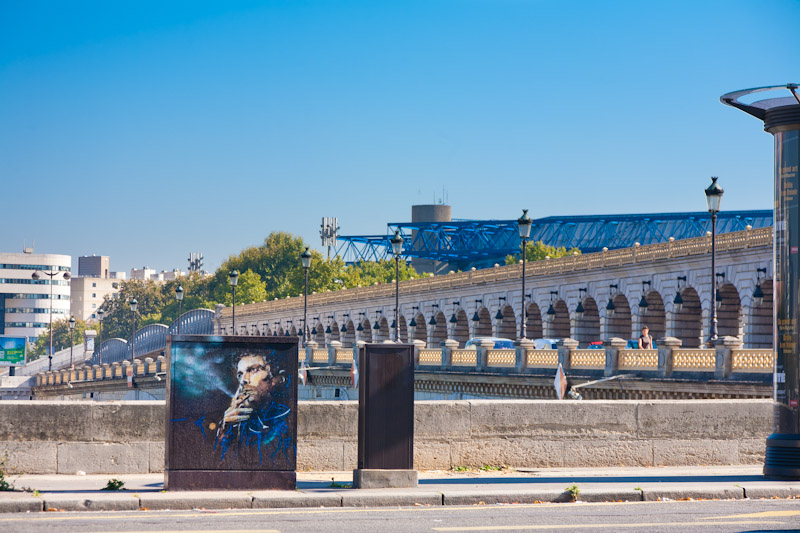 C215 sur les bords de Seine - Septembre 2011